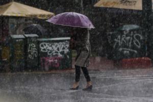 Καιρός: Τσουχτερό κρύο και βροχή σε όλη τη χώρα