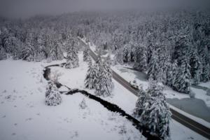 Καιρός: Καταιγίδες, χιόνια, δυνατοί άνεμοι και «βουτιά» της θερμοκρασίας