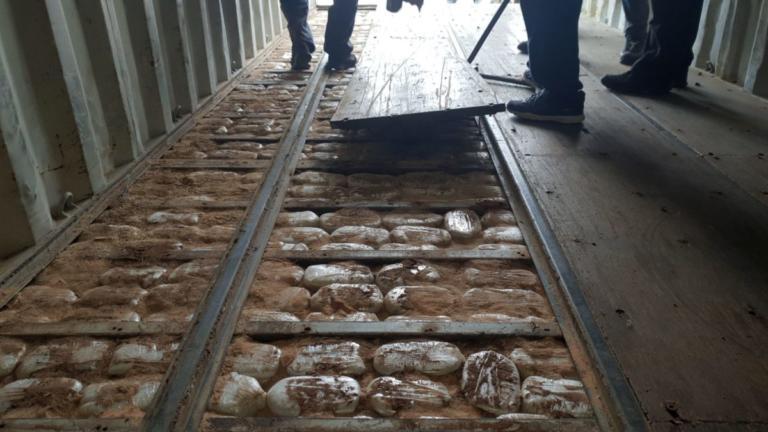 Πάνω από 100 εκατομμύρια ευρώ η αξία των ναρκωτικών στο πλοίο της Κρήτης  [pics] | Newsit.gr