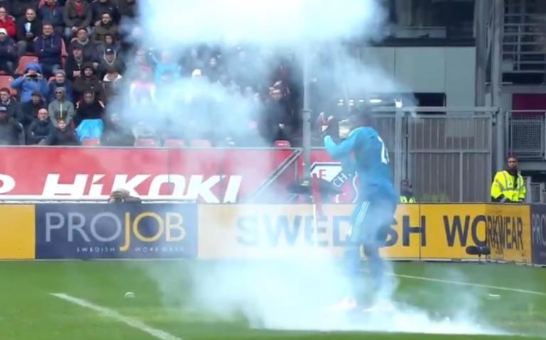 Γλίτωσε στο… τσακ ο τερματοφύλακας του Άγιαξ! Κροτίδα έσκασε ακριβώς δίπλα του – video   Newsit.gr