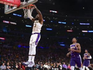 «Σάρωσαν» τους Σανς οι Λέικερς του Λεμπρόν! Τα αποτελέσματα του NBA – video