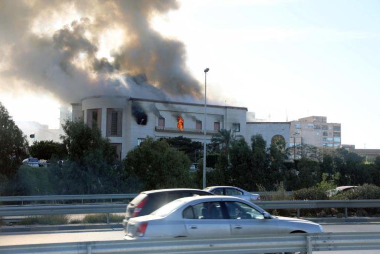 Λιβύη: Τρεις νεκροί από την επίθεση στο υπ. Εξωτερικών | Newsit.gr