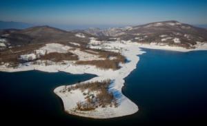 Καιρός: Έργο τέχνης η λίμνη Πλαστήρα στα χιόνια – Εικόνες βγαλμένες από πίνακα ζωγραφικής [pics]