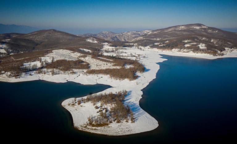 Καιρός: Έργο τέχνης η λίμνη Πλαστήρα στα χιόνια – Εικόνες βγαλμένες από πίνακα ζωγραφικής [pics] | Newsit.gr