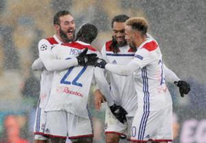"""Champions League: """"Πάγωσε"""" τη Σαχτάρ και προκρίθηκε η Λιόν! Τα αποτελέσματα της βραδιάς – videos"""