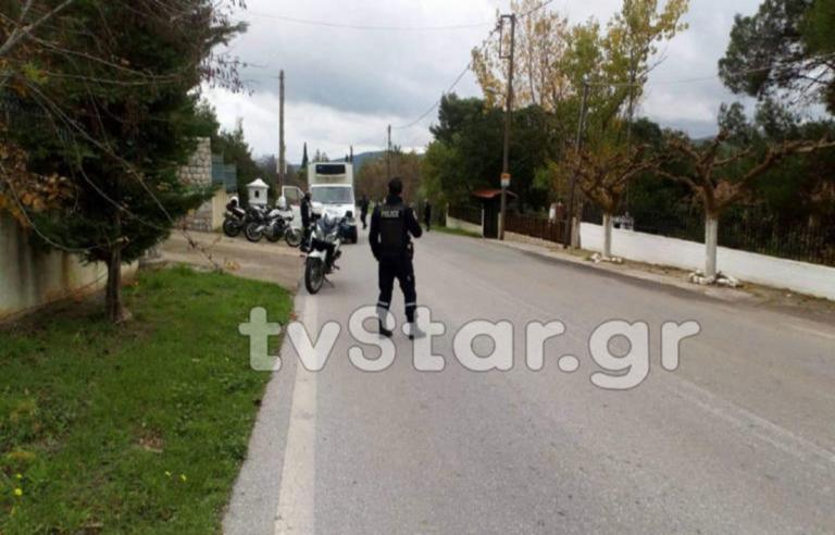 Ληστεία στα Βίλια: Κρυμμένοι στο πορτ μπαγκάζ ταξί οι επικίνδυνοι κακοποιοί | Newsit.gr