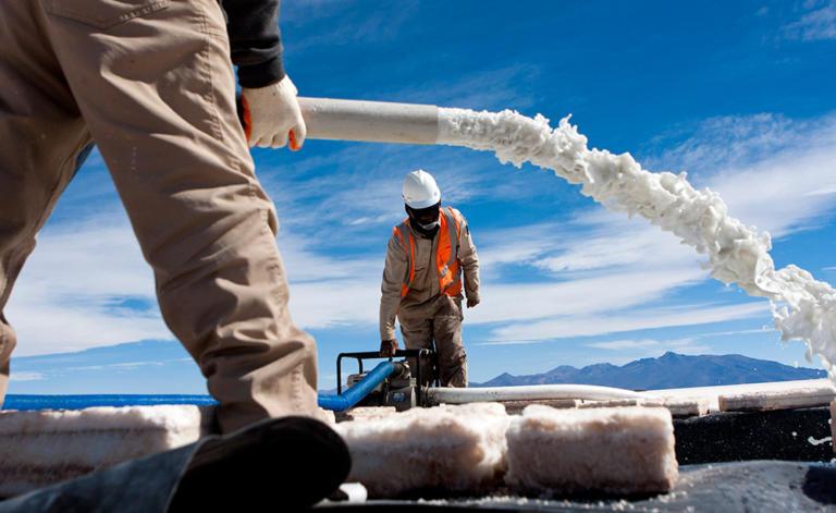Συμφωνία-μαμούθ της Γερμανίας με τη Βολιβία για την προμήθεια λιθίου | Newsit.gr
