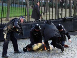 Λονδίνο: Ακινητοποίησαν ύποπτο άνδρα έξω από τη Βουλή