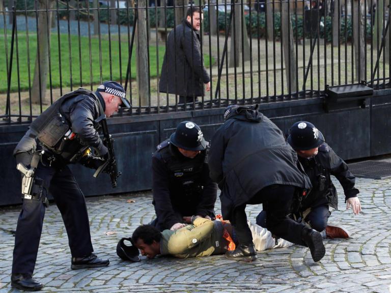 Λονδίνο: Ακινητοποίησαν ύποπτο άνδρα έξω από τη Βουλή | Newsit.gr