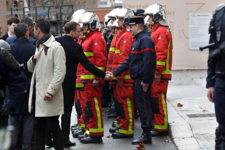 Γαλλία: Διαδηλωτές με «κίτρινα γιλέκα» αποδοκίμασαν έντονα τον Μακρόν