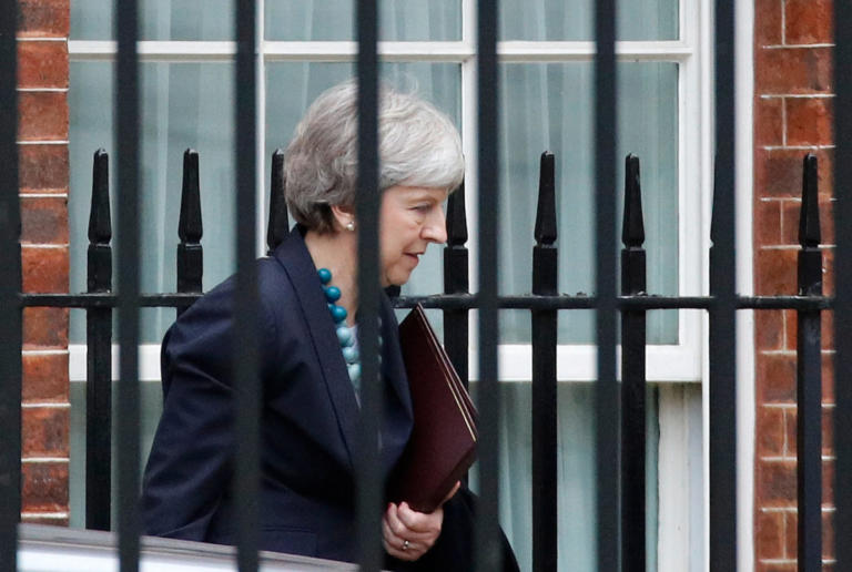 Brexit: Με την πλάτη στον τοίχο η Τερέζα Μέι – Πάει στη Μέρκελ | Newsit.gr