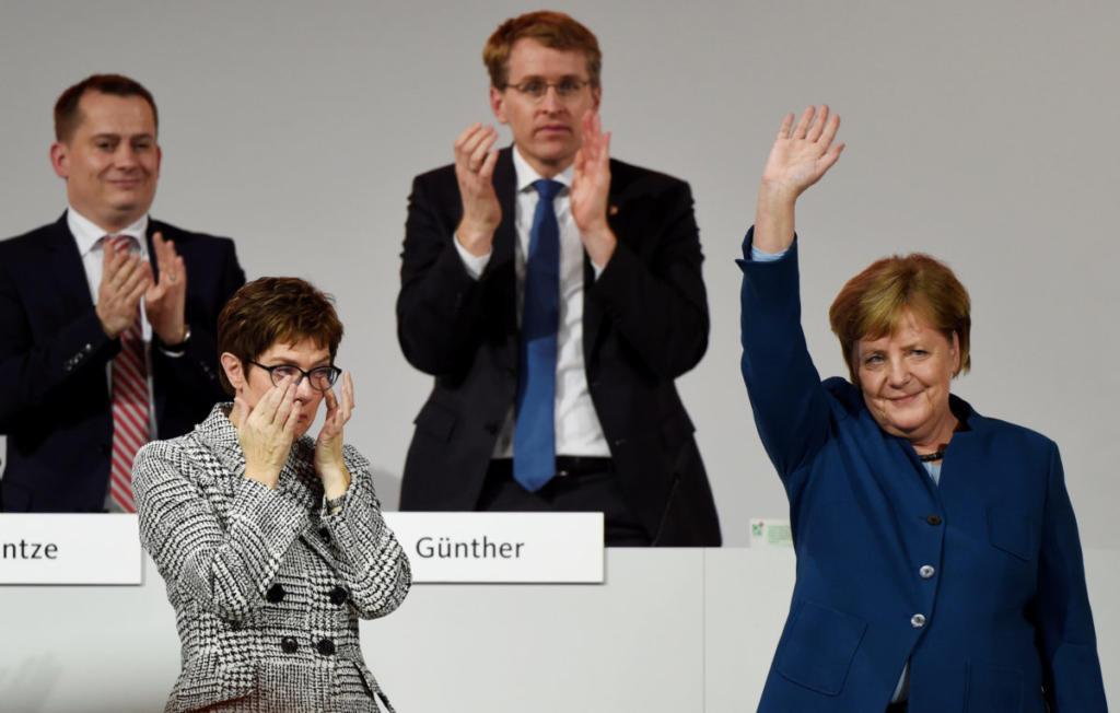 Όταν έκλαψε η Μέρκελ – Την χειροκροτούσαν επί 9,5 λεπτά!