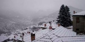 Καιρός: Χιόνι στα Γιάννενα – Στα λευκά ξύπνησε η πόλη