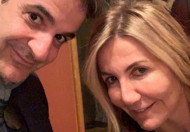 Η selfie του Κυριάκου Μητσοτάκη με τη σύζυγό του Μαρέβα στο μουσείο Μπενάκη [pics] | Newsit.gr