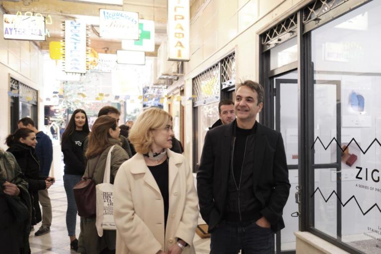 Στη Στοά Εμπόρων ο Μητσοτάκης: «Ψήφιζα ανέκαθεν ΣΥΡΙΖΑ, τώρα θα στηρίξω εσάς» | Newsit.gr