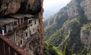 Το εκπληκτικό Μοναστήρι του Τιμίου Προδρόμου στο Άγιο Όρος της Πελποννήσου – Βίντεο