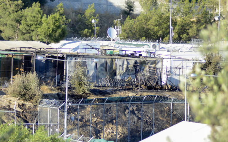 Μυτιλήνη: Νεκρός άντρας στη Μόρια – Τον έσφαξαν και τον παράτησαν στη μέση του δρόμου! | Newsit.gr