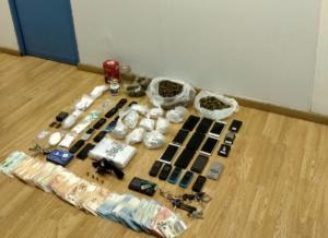Εξαρθρώθηκαν δύο ομάδες διακίνησης ναρκωτικών στην Αθήνα! Κατασχέθηκαν 2,5 κιλά κοκαΐνης