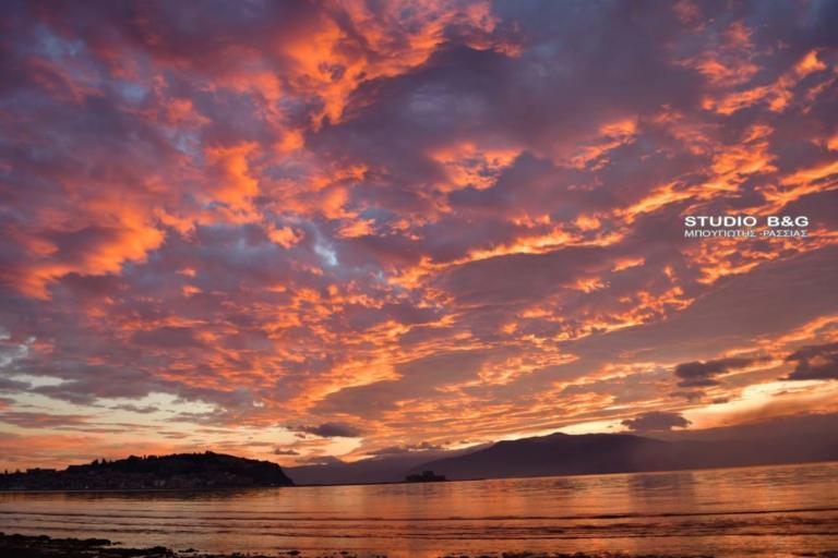 Πήρε «φωτιά» ο ουρανός στο Ναύπλιο – Μαγικές εικόνες! [pics] | Newsit.gr