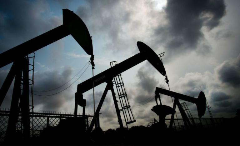 Ρωσία και OPEC ψήφισαν μείωση στην παραγωγή πετρελαίου που θα φέρει αυξήσεις στα καύσιμα | Newsit.gr