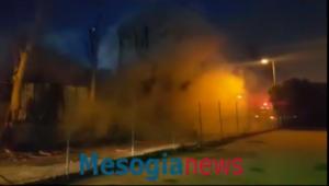 Φωτιά σε χώρο ανακύκλωσης αυτοκινήτων στην Παιανία – video