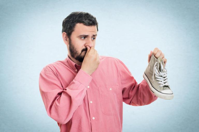Παπούτσια που μυρίζουν άσχημα: Έξι εύκολες και γρήγορες λύσεις | Newsit.gr