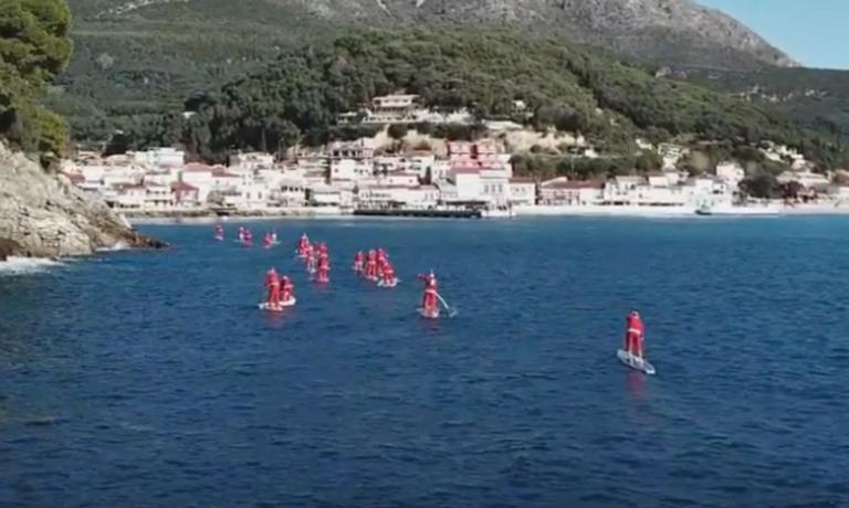 Πάργα: Η θάλασσα γέμισε Άγιους Βασίληδες – Εικόνες… Αυστραλίας μπροστά στα μάτια μικρών και μεγάλων – video | Newsit.gr