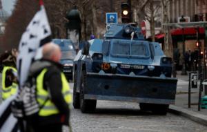 Κίτρινα γιλέκα: Συναγερμός στην Γαλλία! Συλλήψεις, «πολεμοφόδια» και πυρετός!
