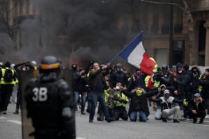Παρίσι – Κίτρινα γιλέκα: Οργή και βία στις νέες διαδηλώσεις