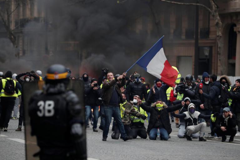 Παρίσι – Κίτρινα γιλέκα: Οργή και βία στις νέες διαδηλώσεις | Newsit.gr