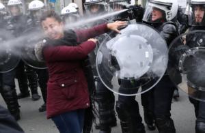 Κίτρινα γιλέκα στο Παρίσι: Η πιο δυνατή εικόνα της ημέρας