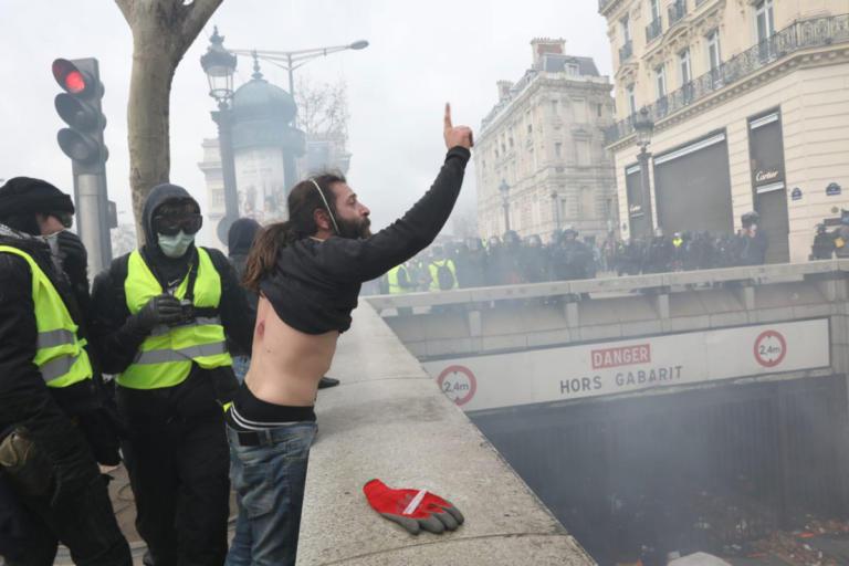 Παρίσι: Πυροβόλησε φωτογράφο της Parisien και ζήτησε… συγγνώμη γιατί στόχευε άλλον! | Newsit.gr