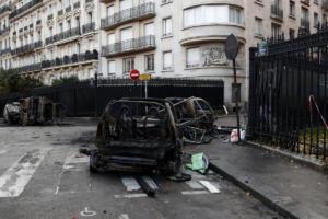 Βομβαρδισμένο τοπίο το Παρίσι μετά τα βίαια επεισόδια – 133 τραυματίες, 412 προσαγωγές [pics]