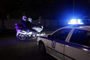 Λέσβος: Έστησαν τέντα για τους αστυνομικούς αφού… τα περιπολικά «βάζουν» νερό!