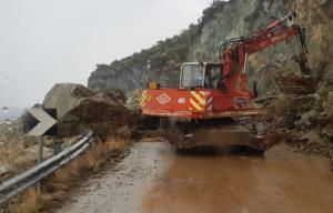 Νέες κατολισθήσεις στο Πλωμάρι από τη σφοδρή καταιγίδα
