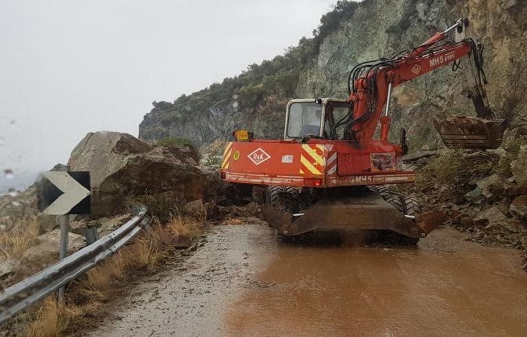 Νέες κατολισθήσεις στο Πλωμάρι από τη σφοδρή καταιγίδα | Newsit.gr
