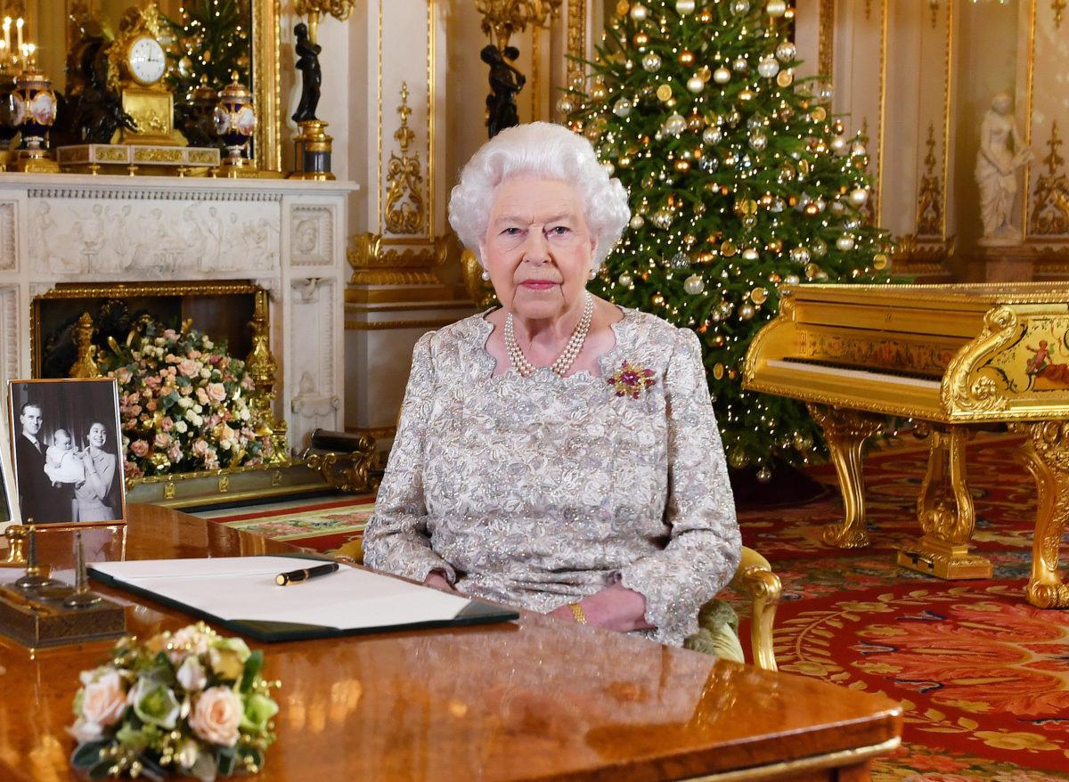Η φωτογραφία όλο… νόημα της Βασίλισσας Ελισάβετ   Newsit.gr