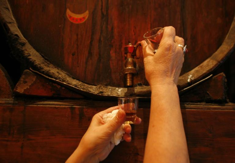 Το ρακόμελο στην κορυφή: Στα 10 καλύτερα ποτά του κόσμου! | Newsit.gr