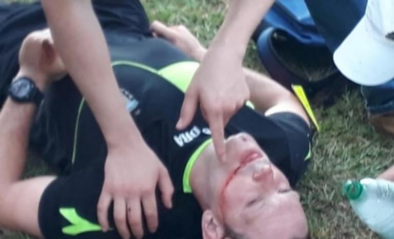 Απίστευτος ξυλοδαρμός σε διαιτητή! Τον έστειλαν στο νοσοκομείο – video | Newsit.gr