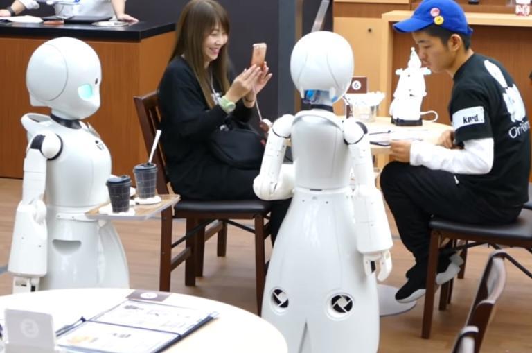 Καφετέρια με σερβιτόρους… ρομπότ! Ο λόγος θα σας συγκινήσει! video | Newsit.gr