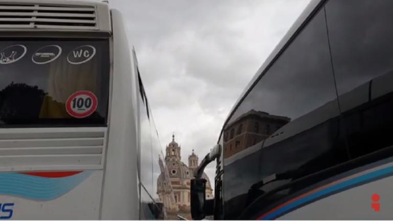 Οδηγοί λεωφορείων «κατέλαβαν» το κέντρο της Ρώμης – Γιατί διαμαρτύρονται – video | Newsit.gr