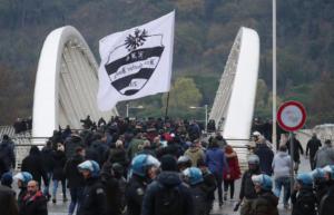 Europa League: Πανικός στη Ρώμη! Συγκρούσεις οπαδών με αστυνομικούς [vid, pics]