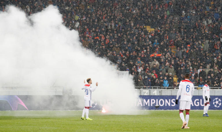 "Champions League: ""Χαμός"" στην Ουκρανία! Οπαδοί της Ντινάμο ""χτύπησαν"" στο Σαχτάρ – Λιόν [pics] | Newsit.gr"