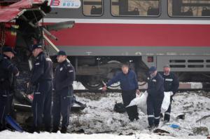 Πολύνεκρο τροχαίο στη Σερβία! Τρένο έκοψε λεωφορείο στα δυο [pics]