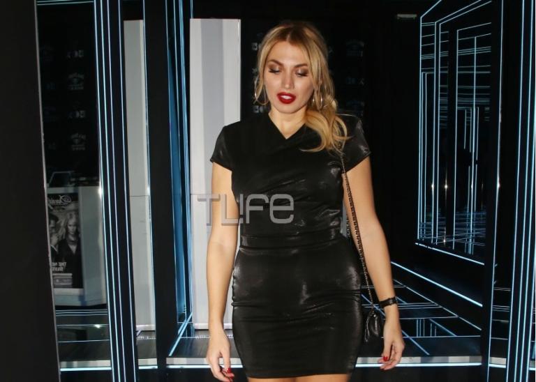 Κωνσταντίνα Σπυροπούλου: Sexy εμφάνιση με μίνι μαύρο φόρεμα σε νυχτερινή της έξοδο! [pics]