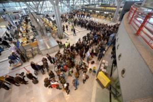 Στουτγκάρδη: Αυξημένα μέτρα ασφαλείας στο αεροδρόμιο! Φήμες για επίθεση αυτοκτονίας!