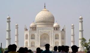 Πενταπλασίασαν το εισιτήριο στο Ταζ Μαχάλ για να περιορίσουν τους τουρίστες!