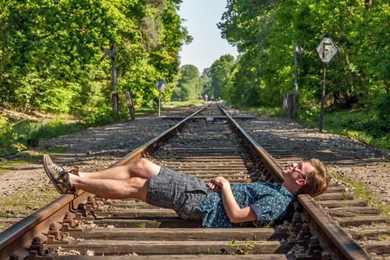 Είστε ψυχοπαθείς; Απαντήστε το τεστ-κουίζ με το τρένο και τα πιθανά θύματα! [vid] | Newsit.gr