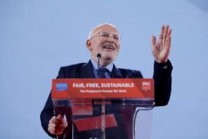 Φρανς Τίμερμανς: Το προφίλ του υποψηφίου των «Σοσιαλιστών» για την προεδρία της Κομισιόν