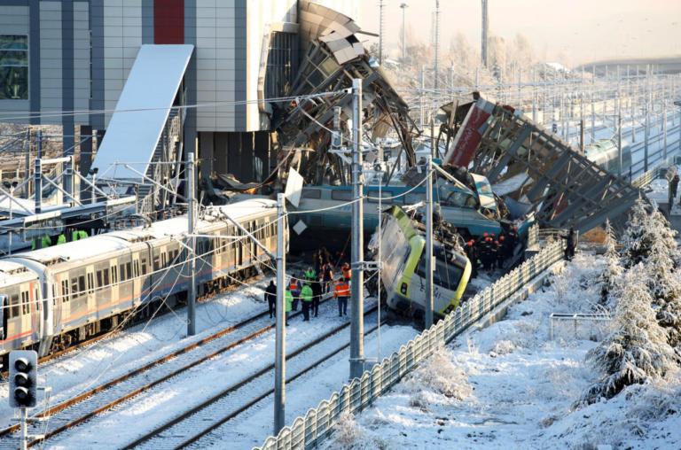 Τουρκία: 9 νεκροί και 90 τραυματίες από την σύγκρουση τρένου με βαγόνι- video | Newsit.gr